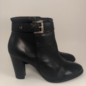 CUTE TOMMY HILFIGER BLACK LEATHER HEELED BOOTIES